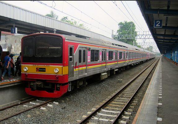 Gambar KRL Commuter Line Bekasi Jakarta